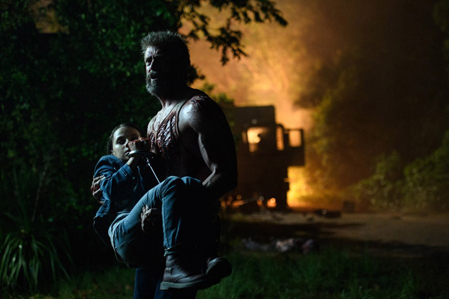Logan/Wolverine (Hugh Jackman) tries to protect the young mutant Laura (Dafne Keen) in