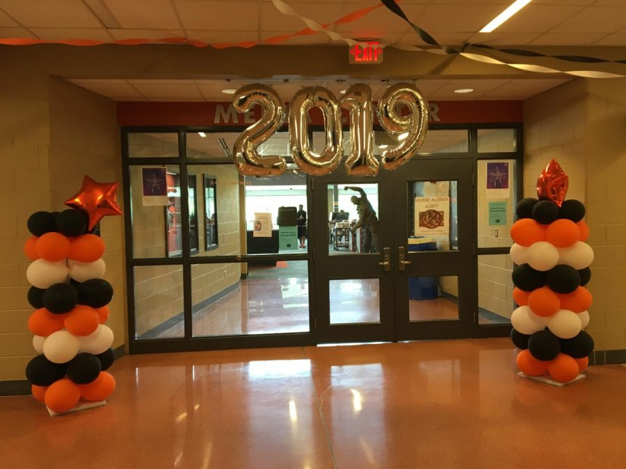 Student+Council+decorated+the+halls+to+help+promote+senior+spirit+week.