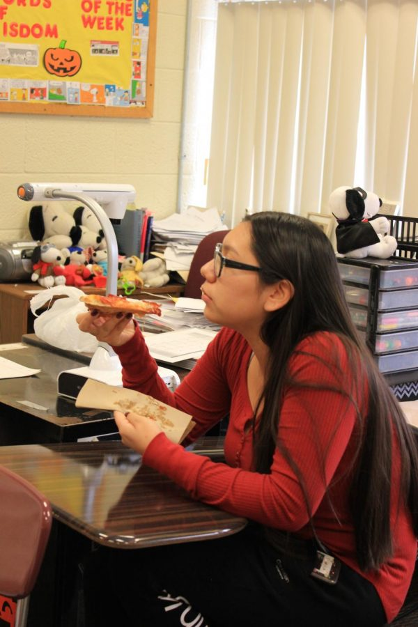 Senior Monica Alejos-Gomez eats pizza at the first Creative Writing Club meeting.